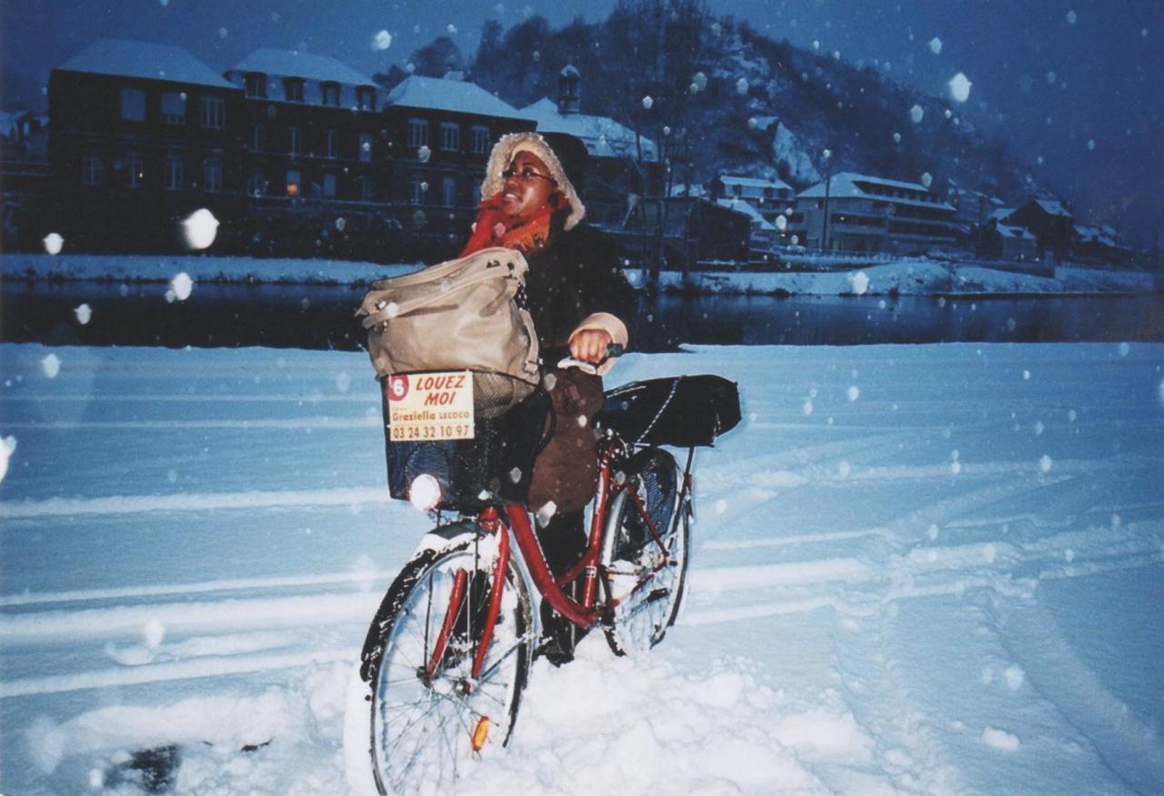Une enseignante pleine de courage en plein hiver