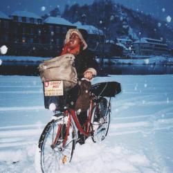 Une enseignante courageuse sur la neige